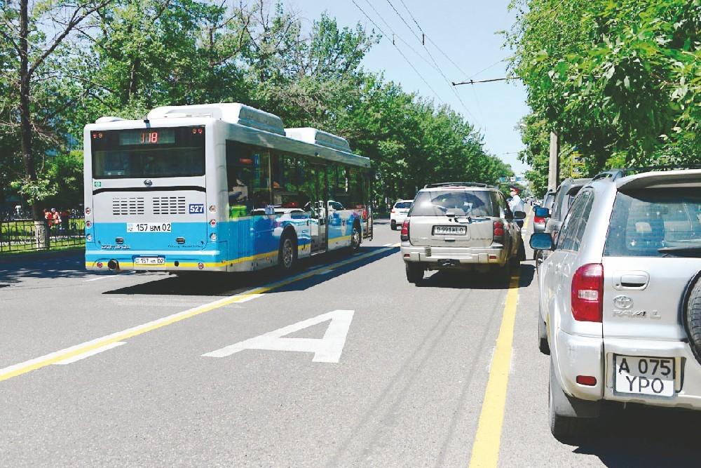 Автобусы будут фиксировать на видео нарушения ПДД в Алматы