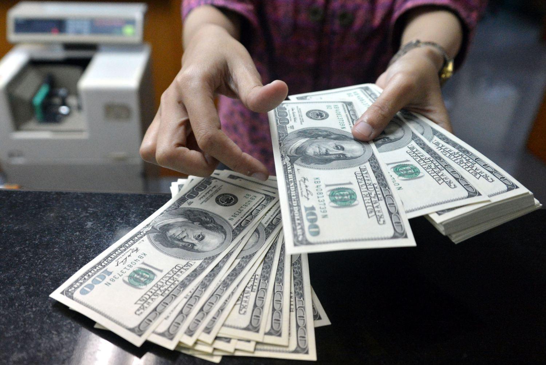 Картинки по запросу картинки  покупка  долларов  в  обменнике