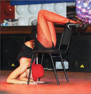 Случайное обнажение во время танцев — photo 12